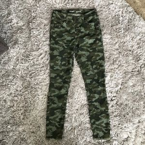 Old Navy rockstar mid rise green camo skinny jeans